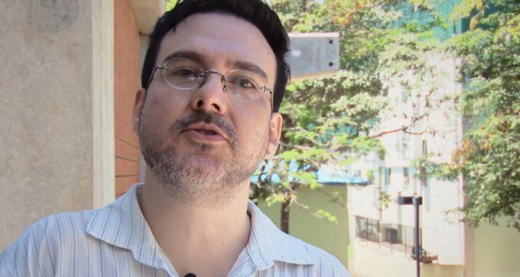 Carlos Eduardo Ortolani Prado de Moura pesquisa a consciência nas obras de Sartre e Freud